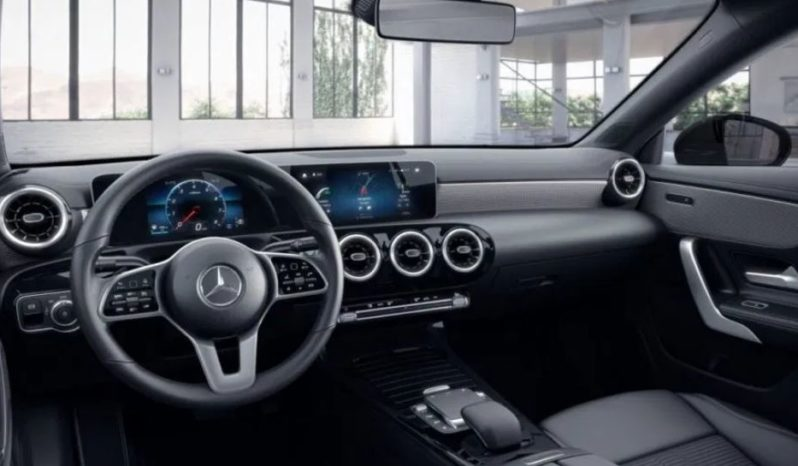 Mercedes-Benz CLA 200 full